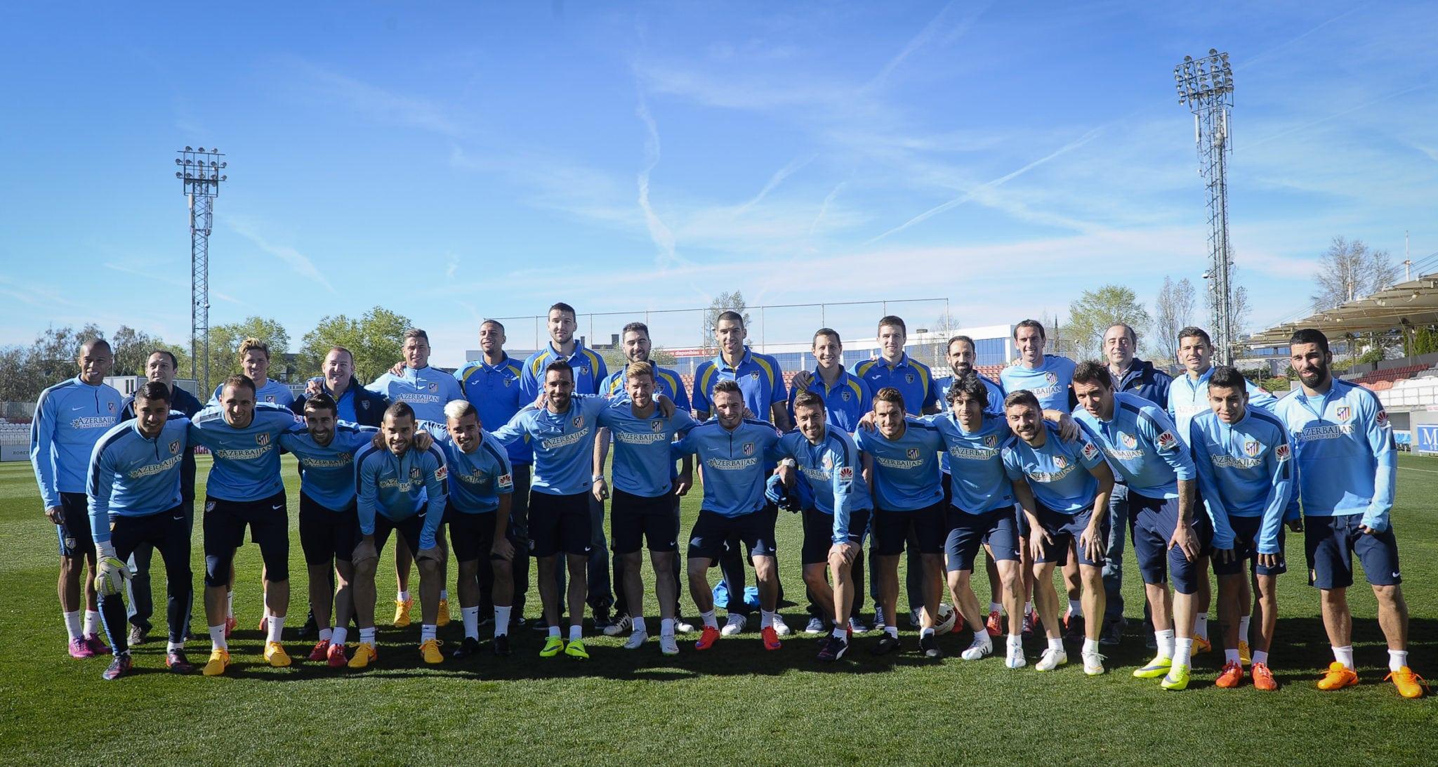 Visita de los jugadores de Movistar Estu a la plantilla del Atlético de Madrid