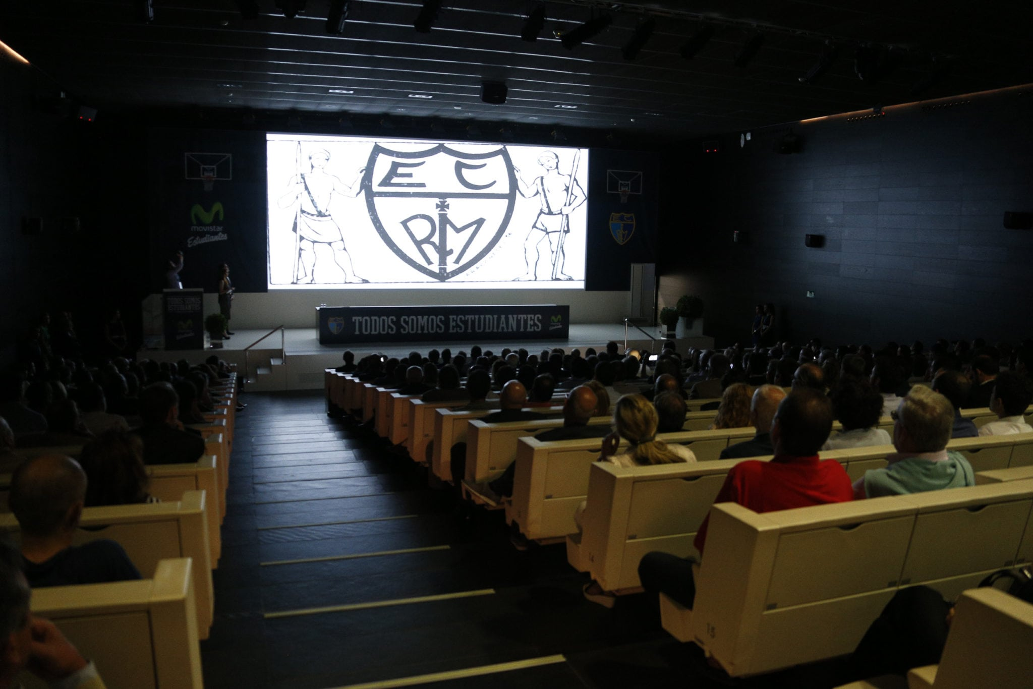 VÍDEO: El esqueleto Garibaldi nos cuenta la historia del club