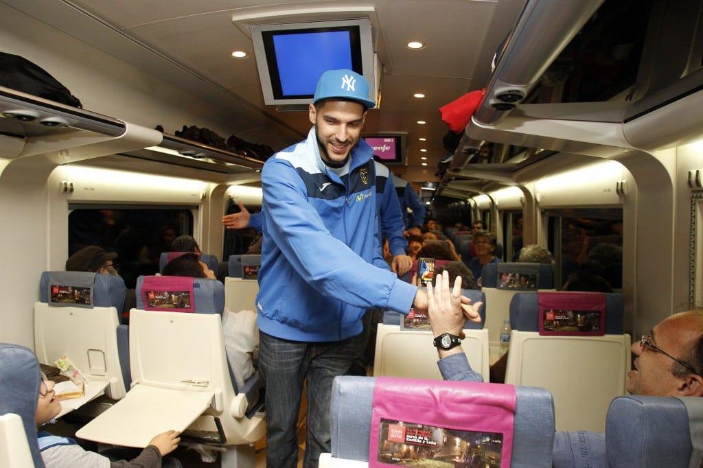 """Desde el tren con la afición: """"Esta afición merece lo mejor y no lo están teniendo. Nos pusieron la piel de gallina"""""""