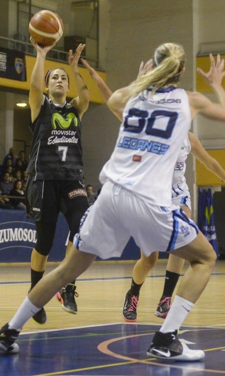 Un tiro libre de Ale Quirante a falta de 1 segundo decide el derbi de Liga Femenina 2 (53-54)