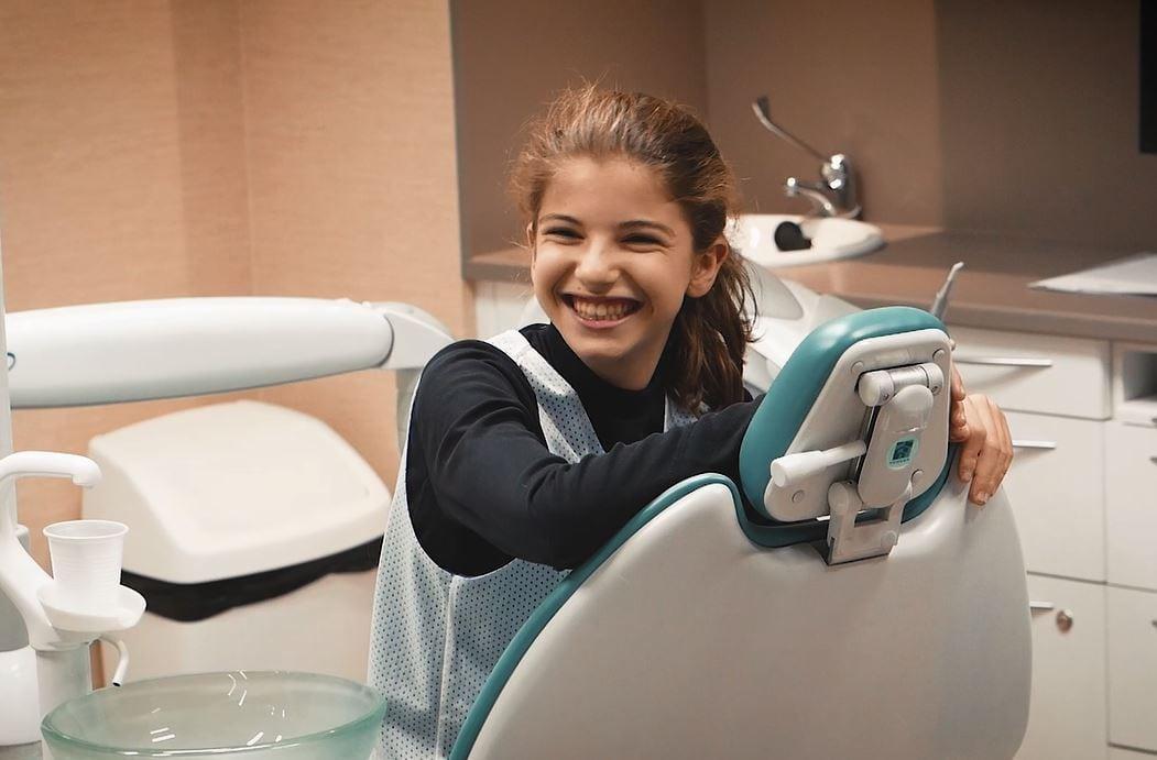 VÍDEO  Ir al dentista puede ser algo demencial. Asisa Dental con la cantera de Movistar Estudiantes.