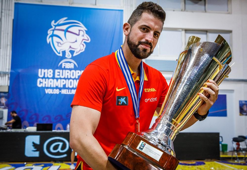 Javier Zamora dirige al campeón de Europa U18M